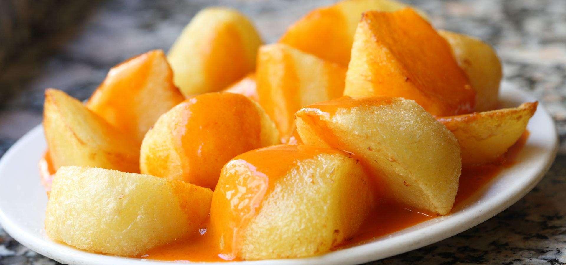 Patatas Bravas (Frittierte Kartoffeln mit scharfer Soße)