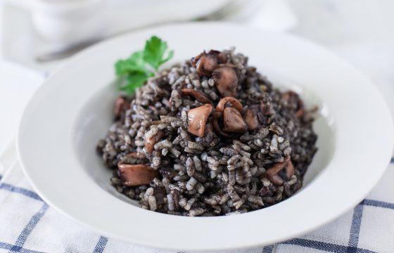 Cremiger Reis mit Tintenfisch