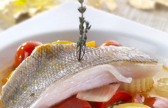 Gedünstete Brasse mit Thymian und nativem Olivenöl Extra