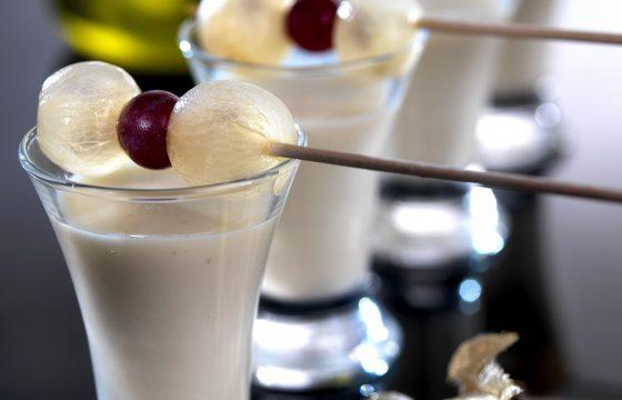 Mandel-Trauben-Creme im Gläschen mit nativem Olivenöl Extra