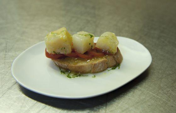 Montadito mit geräuchertem Kabeljau