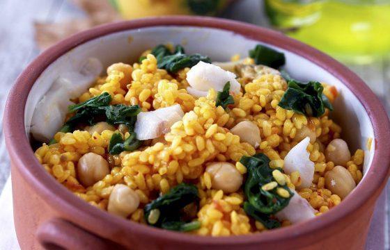 Reistopf mit Spinat, Kichererbsen und Kabeljau