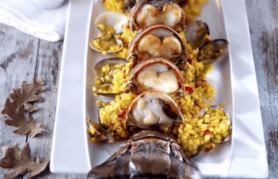 Reis mit Languste und Venusmuscheln