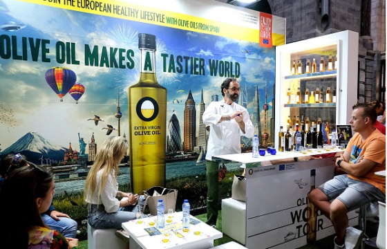 Monat der Olivenöle auf dem Hauptbahnhof Antwerpen (Belgien)